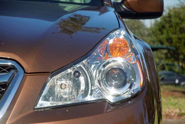 Las luces delanteras se activan automáticamente dependiendo la necesidad...