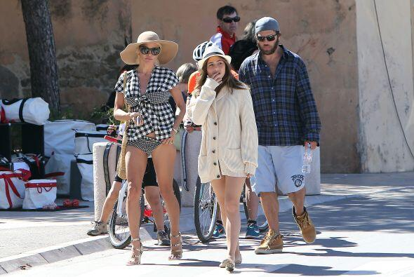 Pamela y Rick de paseo por Saint Tropez.  Vota aquí por los nominados a...