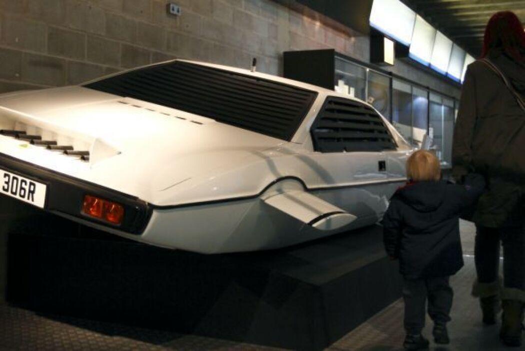 Y es que no nos referimos a cualquier automóvil, sino al coche submarino...