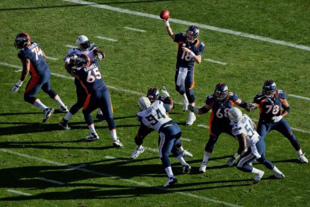 Manning no tuvo un buen inicio cuando el profundo Eric Weddle le interce...