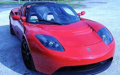 El Tesla EV Roadster es un auto eléctrico deportivo que no genera emisio...