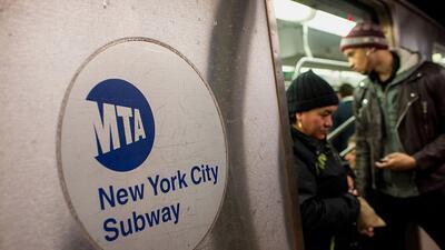 Una escena surreal en el metro.