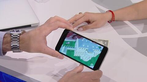Un teléfono celular y un billete de un dólar son suficientes para poder...