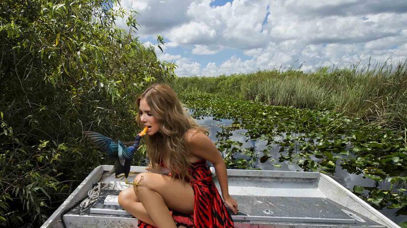 Elizabeth López se encontró un pajarito atrevido en el pantano