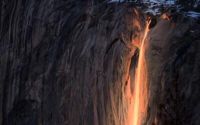 """Una cascada de """"fuego"""" en el parque Yosemite"""