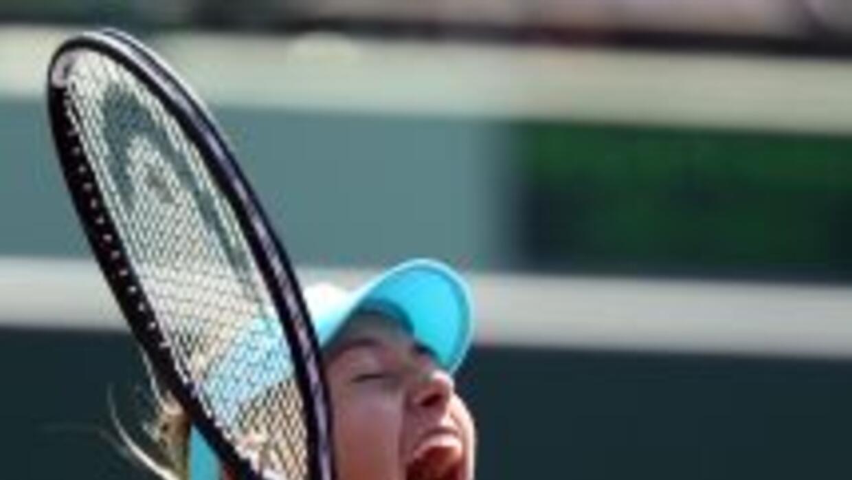 La rusa Sharapova se recuperó de un primer set perdedor y doblegó a la g...