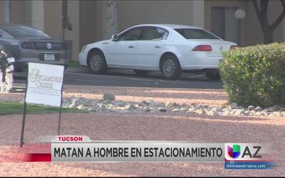 Buscan a sospechoso de asesinar a joven en un estacionamiento