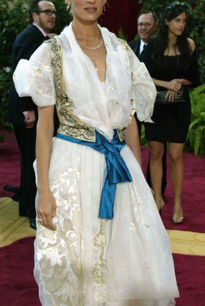 A Uma Thurman nada más le faltó el perico porque la cortina ya la llevab...