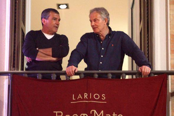 Antonio Banderas llevó a Tony Blair a Málaga para disfrutar del desfile...