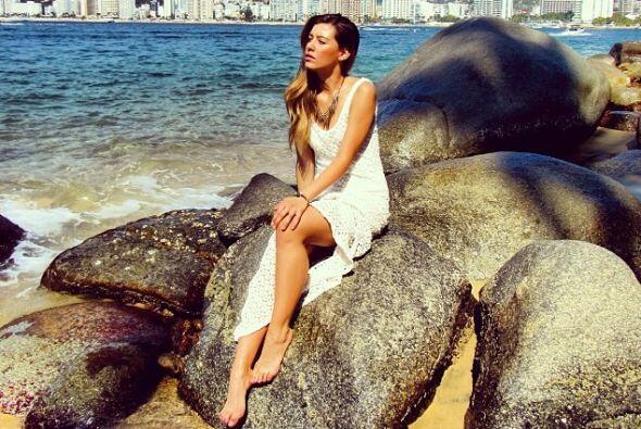 Muchas de sus fotos son tomadas a la orilla del mar.