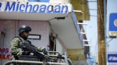 Los cadáveres de cuatro personas fueron encontrados colgados en Michoacá...