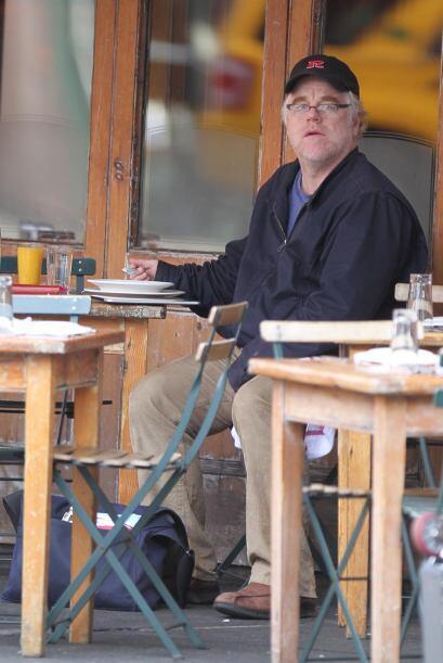 Otra persona alega que vio una noche antes a Philip Seymour Hoffman acom...