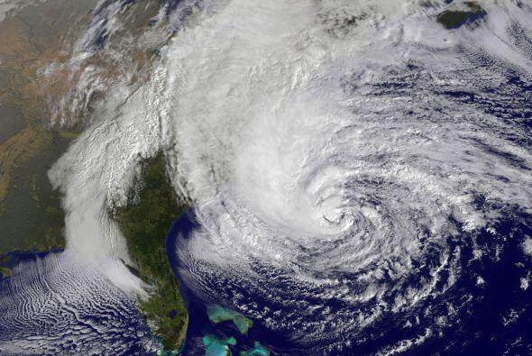 La tormenta 'Sandy', que tocó tierra el lunes por la noche en el estado...
