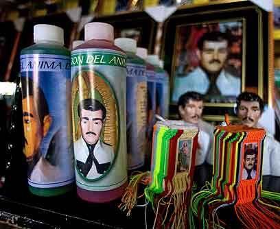 9. El santo de los narcosPero Jesús Malverde, el protector de los...