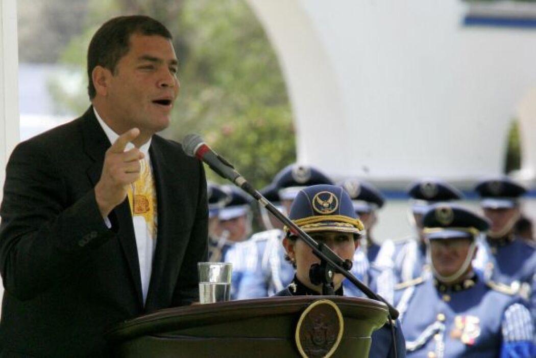 """Nacido en el puerto de Guayaquil, Correa se define como """"un clase media-..."""