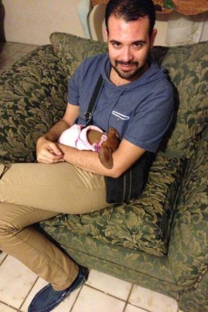 Sophie recibe también el cariño de su tío.