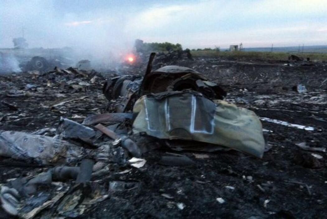 Una imagen muestra los restos del avión MH-17 de la aerolínea Malaysia A...