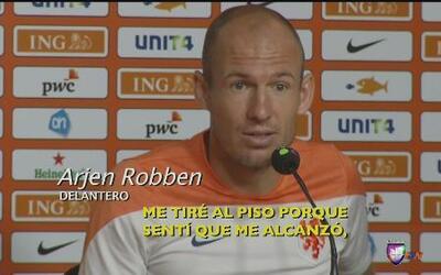 Robben se disculpó por 'clavado'