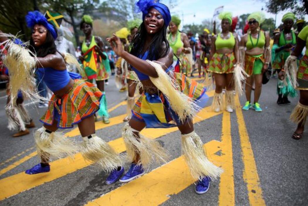 Cada año este desfile incrementa lo elaborado de los atuendos.