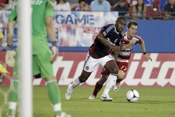 Chivas USA y FC Dallas se enfrascaron en un duelo de mucho físico y poca...