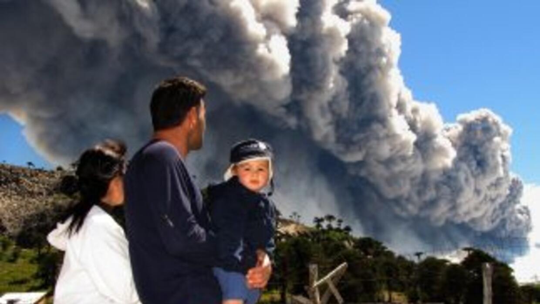Las autoridades argentinas decretaron la alerta naranja por la erupción...
