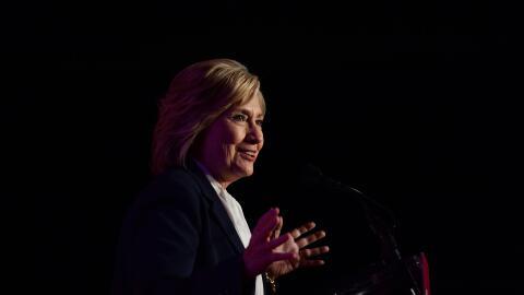 Sigue el cuarto debate demócrata en vivo GettyImages-Hillary-Dark.jpg