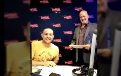 René y Pancho le juegan broma a periodista