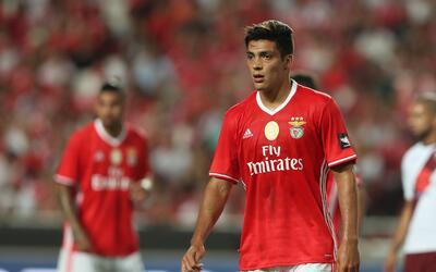 Raúl Jiménez jugó la segunda parte con Benfica en d...