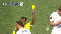 Tarjeta amarilla. El árbitro amonesta a Fabian Johnson de Estados Unidos