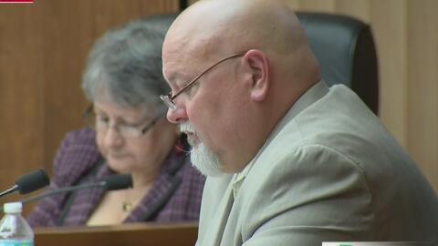 Alcalde de Sweetwater revela que tuvo que pagar sobornos para que aproba...