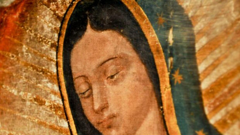 La Virgen de Guadalupe se apareció 3 veces al indio Juan Diego, para que...