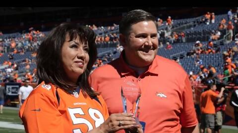 Los Denver Broncos entregaron el Premio al Liderazgo de la Herencia Hisp...