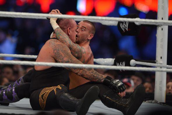 Pero cuando más destruido parece, Undertaker siempre revive para susto y...