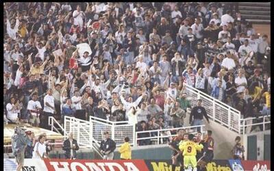 El primer partido entre ambos equipos fue el 13 de abril de 1996. El Gal...