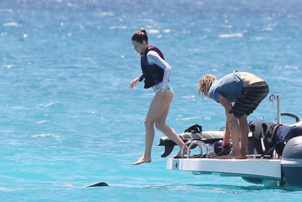 A Jessica le encanta nadar. Más videos de Chismes aquí.