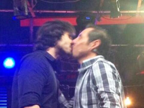 Ya puedes cerrar la boca, ¡José Ron besó a Yordi Rosado!