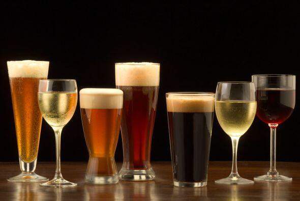 ¡Salud! Si en la fiesta de ayer, al brindar efusivamente, manchaste tu v...