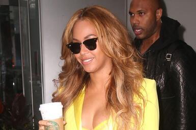 Beyoncé brassiere amarillo