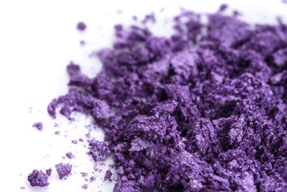 Algo de púrpura. Para generar más tonos en la piel, aplica...