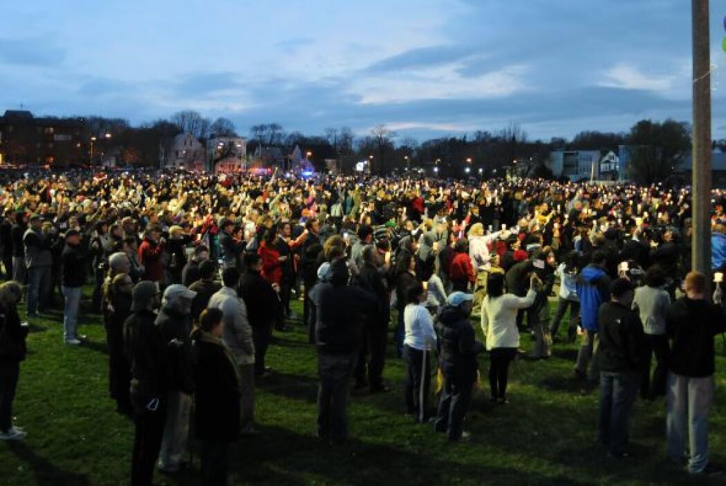 Además, varias personas se congregaron en el parque público Boston Commo...