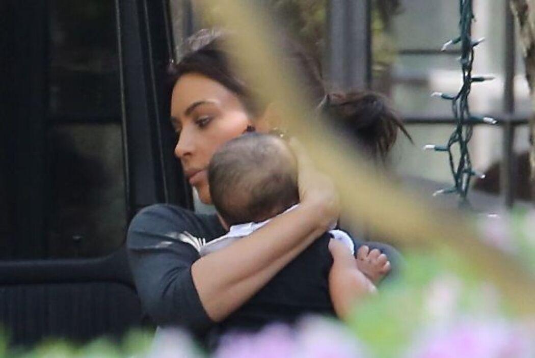 Ahora no vimos a su amor Kanye. Más videos de Chismes aquí.