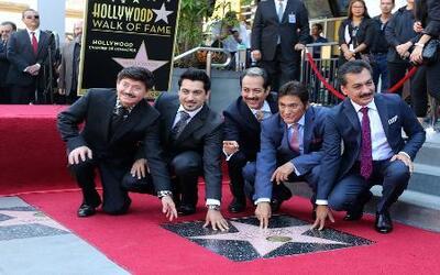 Los Tigres del Norte celebran la develación de su estrella en Hollywood...