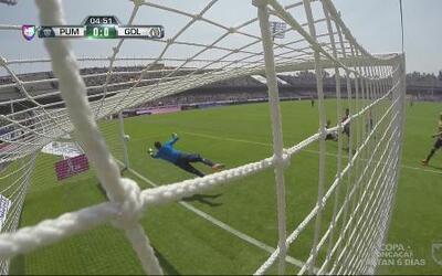 Marco Fabián manda el balón al poste y casi adelanta a las Chivas ante P...