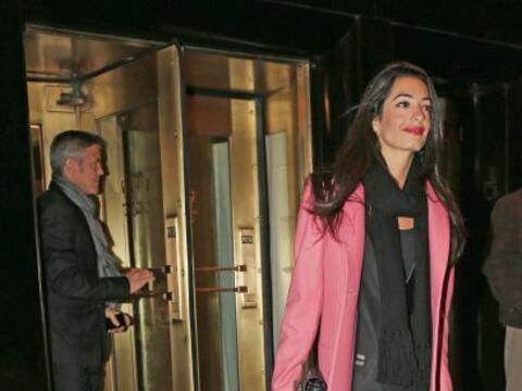 Parece que cupido flechó fuerte a George Clooney.Mira aquí...