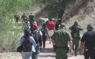 Exponen la dura ruta de los inmigrantes a través del desierto