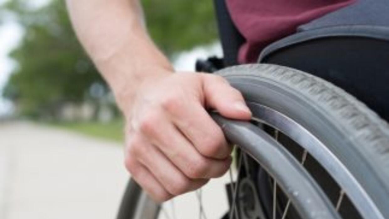 Paraplégico roba auto y es arrestado poco después por la policía local.