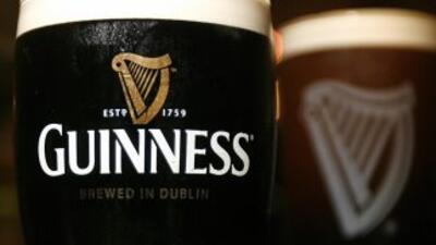 El número uno mundial de las bebidas alcohólicas fabrica entre otros el...