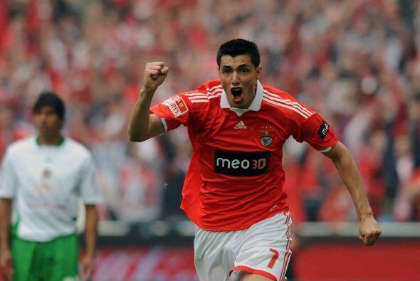 El campeón de goleo de la competencia, el paraguayo Oscar Cardozo...