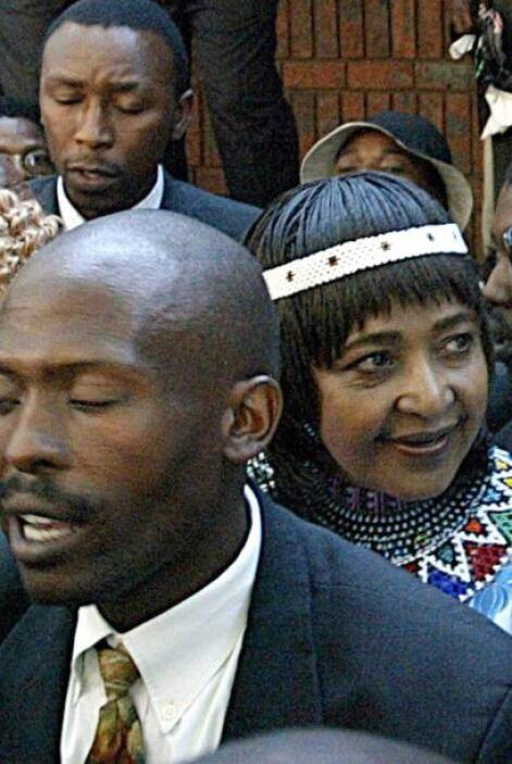 En 2003 fue declarada culpable de 43 cargos de fraude y 25 de robo por e...