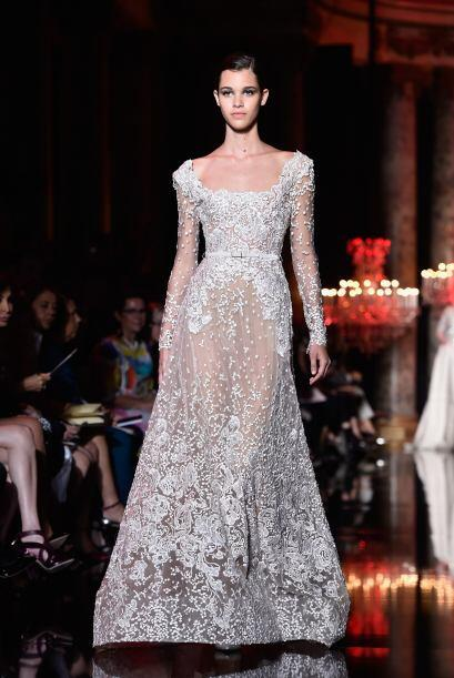 Un vestido deja de ser blanco totalmente si de fondo tiene un tono 'nude'.